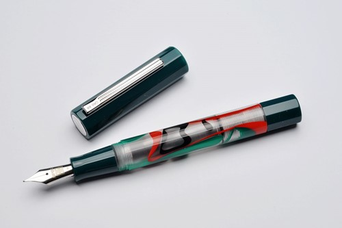 Opus 88 Flow green fountain pen
