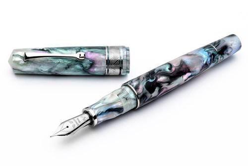 Leonardo Momento Zero Grande Mother of Pearl fountain pen