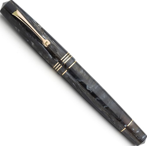 Leonardo Momento Zero horn gold trim fountain pen