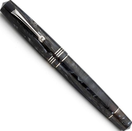 Leonardo Momento Zero horn fountain pen